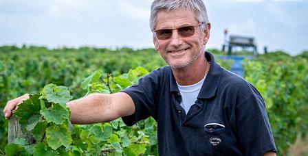 Laurent Daheuiller dans les vignes du Saumur-Champigny