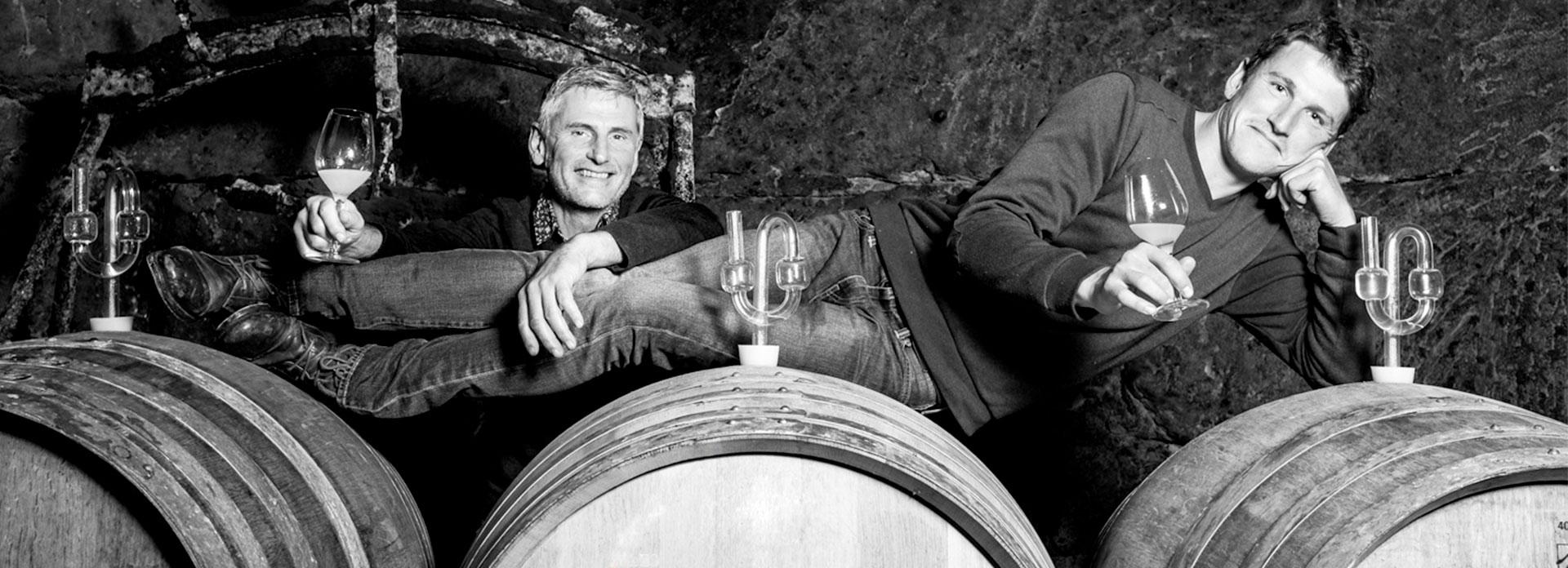 Laurent et Nicolas Daheuiller dans les caves du domaine des Varinelles